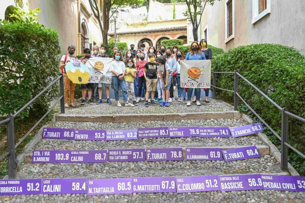 Flash mob organized in a school in Brescia, Italy (c) Cittadini per l'Aria